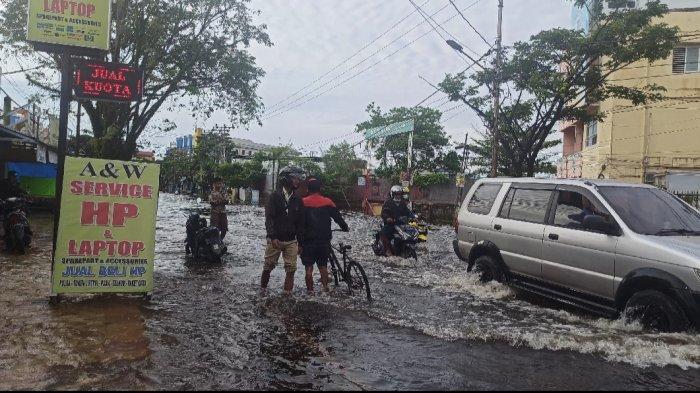 Masih Tergenang Banjir, Kecamatan Banjarmasin Timur Maksimalkan Dapur Umum hingga Penyedotan