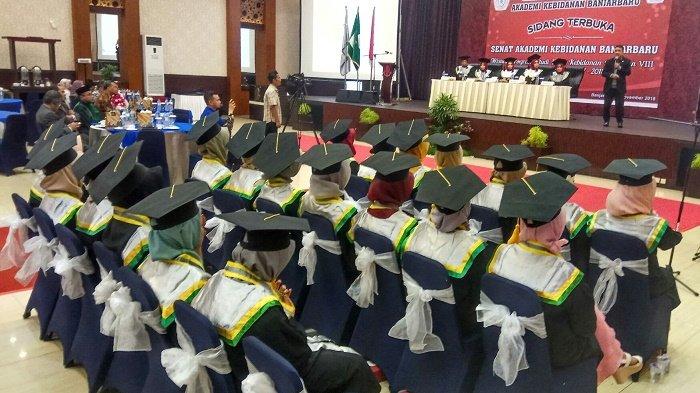 20 lulusan Akademi Kebidanan Banjarbaru Disumpah Bidan, Orasi Ilmiah Bahas Stunting di Kalsel