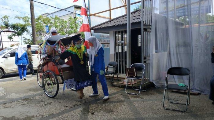 Baru Pertama Kali Dilaksanakan, Akbid Bunga Kalimantan Banjarmasin Gelar Wisuda Drive Thru