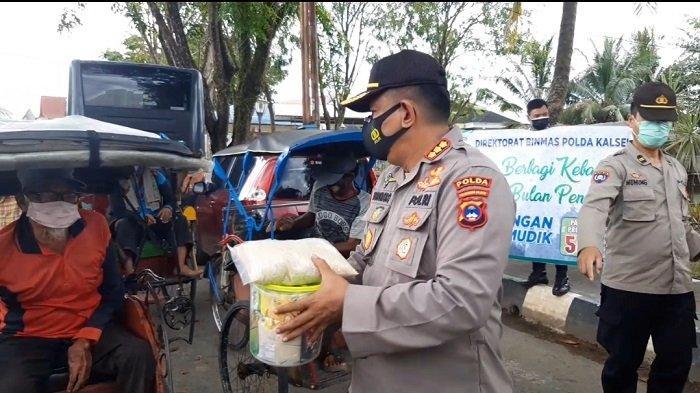 Dapat Bantuan Sembako dari Direktorat Binmas Polda Kalsel, Para Penarik Becak Ucapkan Syukur