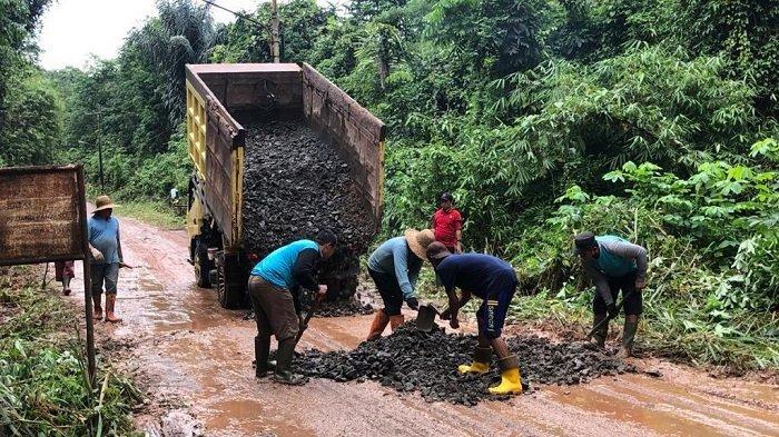 Jalan Menuju Lapas Karang Intan Rusak, Kalapas Narkotika Ajak 25 Warga Binaan Gotong Royong
