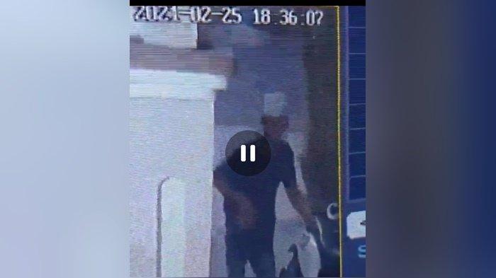 Beraksi Gondol Motor Bidan di HST, Aksi Pelaku Curanmor Ini Terekam CCTV