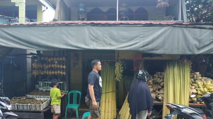 Jelang Lebaran, Kampung Ketupat Sungai Baru Jadi Sasaran Pembeli