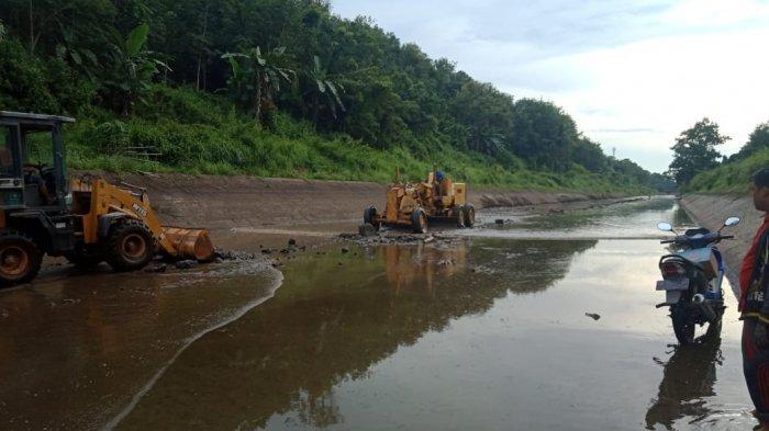 Pembersihan Irigasi Riam Kanan di Kabupaten Banjar Tanpa Mengeringkan Saluran