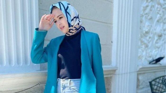 Potret Amanda Manopo Kembali Berhijab, Pasangan Arya Saloka di Ikatan Cinta ini Tulis Ayat Al Quran