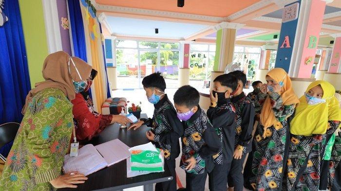 Diajak Kunjungi Perpustakaan Palnam Banjarmasin, Anak Panti Asuhan Budi Mulia Betah Baca Buku