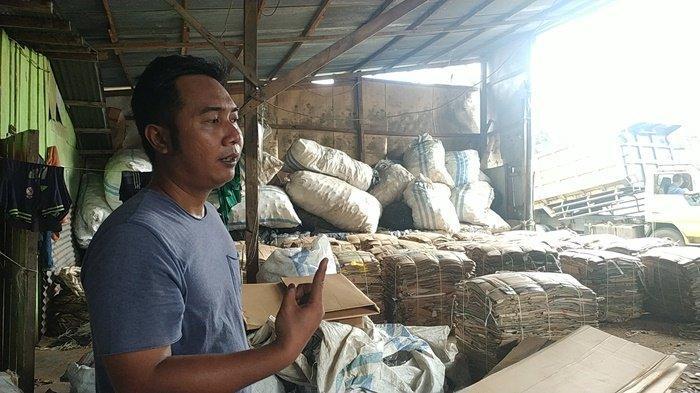 Kardus dan Botol Bekas Bikin Pengumpul Barang Bekas di Trikora Banjarbaru Ini Raup Puluhan Juta