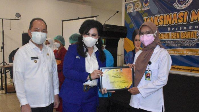 Ary Egahni Bagikan 500 Vaksin Untuk Masyarakat di Kecamatan Selat