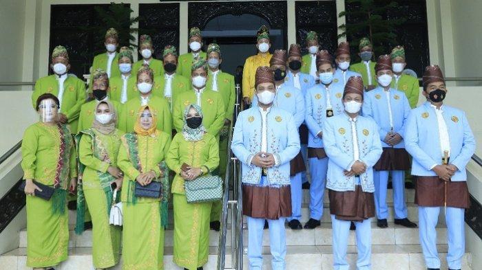 Anggota DPRD Banjarbaru foto bersama.