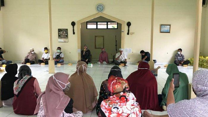 Anggota DPRD Banjarbaru Reses ke Dapil I, Liana S.Sos Terapkan Protokol Kesehatan