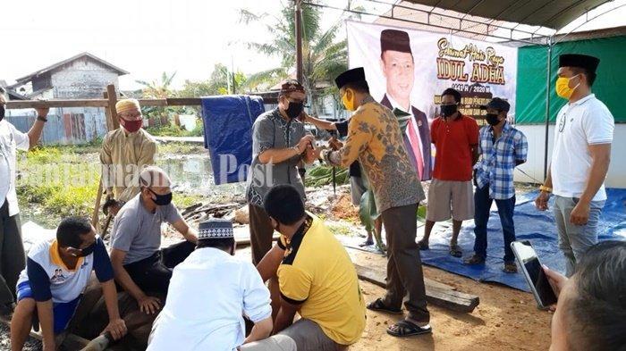 Anggota DPRD Kalsel Paman Yani Salurkan 4 Sapi Kurban untuk Masyarakat
