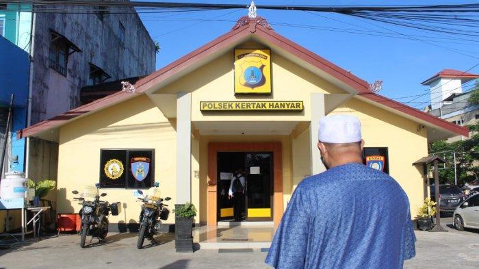 Habib Aboe Bagikan Masker untuk Cegah Covid-19 dan Sambangi Polsek Kertakhanyar, Banjar Kalsel