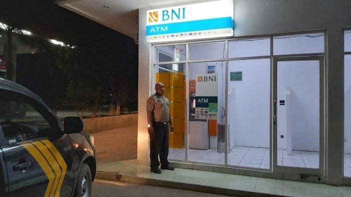 Antisipasi Kejahatan Pada Objek Vital Kondisi Mesin ATM Pun Diperiksa Anggota Polsek Angsana
