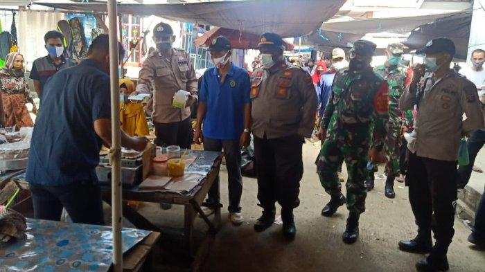 Gelar Operasi Yustisi, Satgas Covid 19 Kecamatan Halong Sasar Pembeli dan Pedagang di Pasar