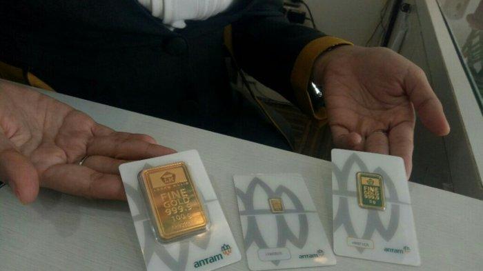Pecahan emas Antam di Butik Emas LM Banjarmasin.