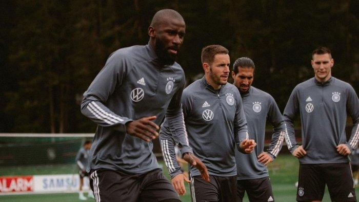 Antonio Rudiger (paling kiri), bintang Chelsea berlatih bersama rekan-rekannya di Timnas Jerman jelang pelaksanaan Euro 2020 (Euro 2021)