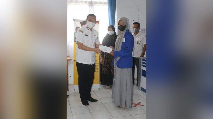 Kucurkan Beasiswa Pendidikan Kepada 11 Siswa, Ketua Baznas HSS : IP Dibawah 3,00 Bantuan Dicabut