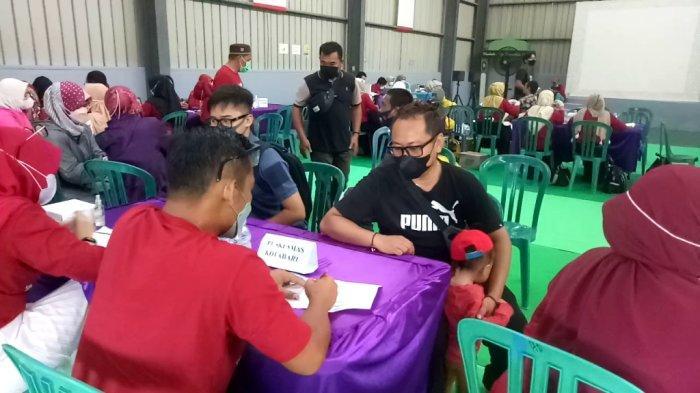 Vaksinasi Massal Tahap Dua PT SDO di Kotabaru, Peserta Bawa Pulang Minyak Goreng