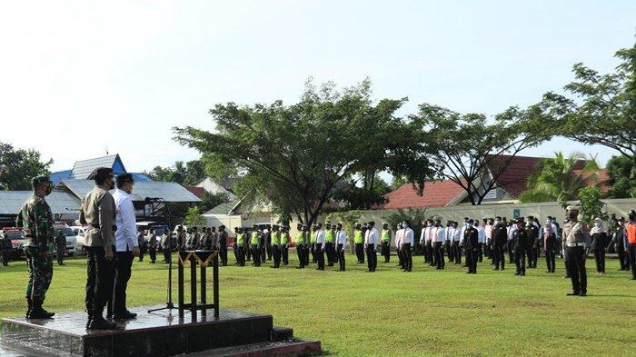Peserta Apel Gelar Pasukan Operasi Ketupat Intan 2021 tentang Pengamanan Idul Fitri 1442 H di Polres Banjarbaru, Kalimantan Selatan, Rabu (5/5/2021).