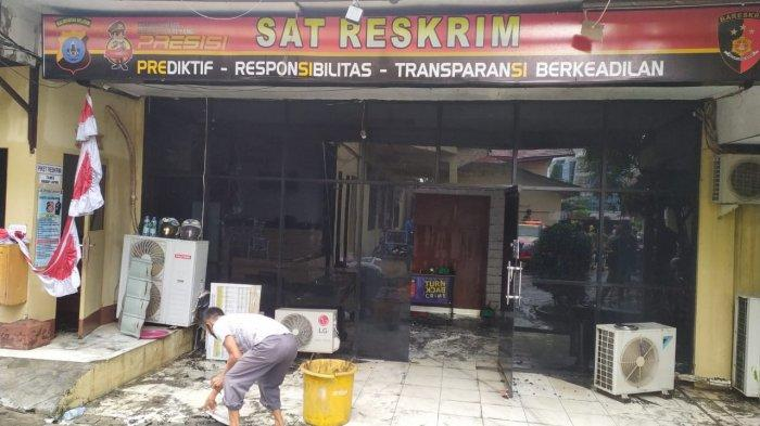 BREAKING NEWS,  Ruang Satreskrim Polresta Banjarmasin Terbakar Dilalap Jago Merah