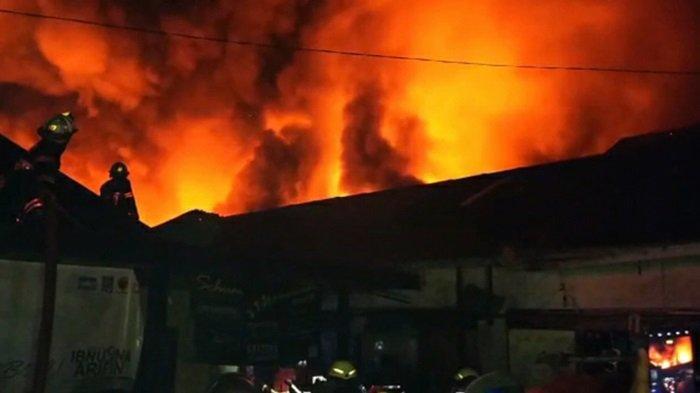 Kebakaran di Gang Satria Kuin Cerucuk Banjarmasin, Warga Melihat Kobaran Api di Bagian Atap