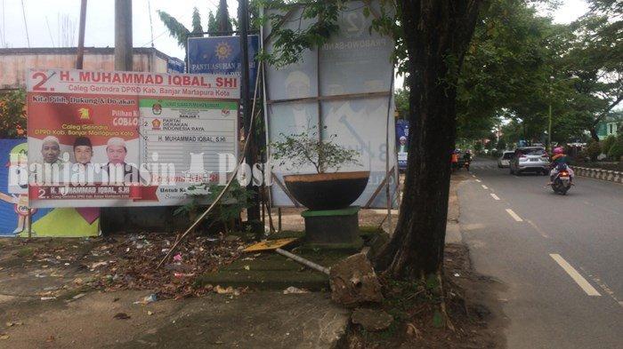 Percantik Trotoar di Jalan A Yani Kota Martapura yang Rusak Parah