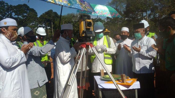 Gubernur Kalsel Saksikan Langsung Penentuan Arah Kiblat Pembangunan Masjid Bambu di Kiram