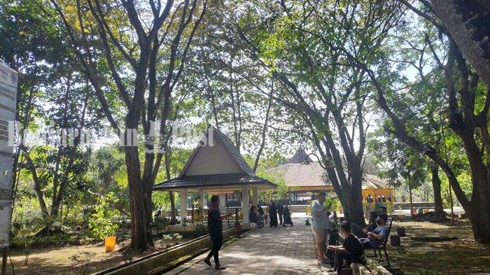 Pengelola Candi Agung Kabupaten HSU Pisahkan Jalan Masuk dan Keluar untuk Pengunjung