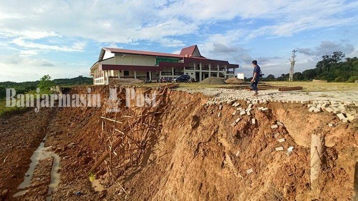 Siring Ambruk di Area Taman Budaya Kabupaten Balangan Mulai Diperbaiki