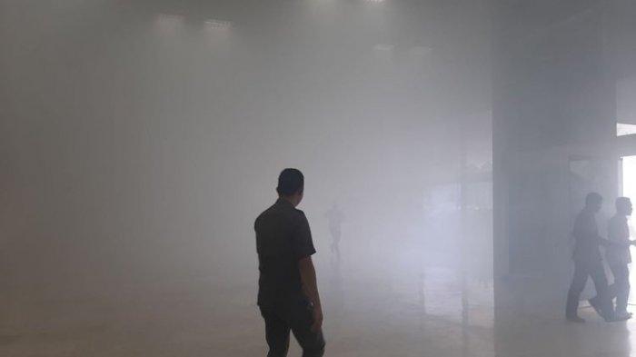 Lantai 8 Gedung Nusantara III DPR RI Terbakar, Dinas Gulkarmat Kerahkan 5 Unit Mobil Damkar