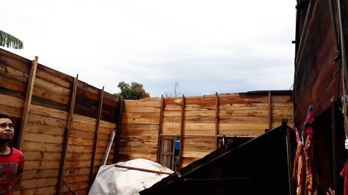 Puting Beliung Terjang Rumah Warga Desa Akar Baru di Kabupaten Banjar