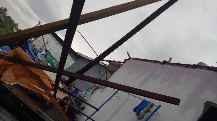 Dengar Suara Gemuruh Saat Makan, Rumah Taibah di Sungai Tabuk Banjar Rusak Dihantam Puting Beliung