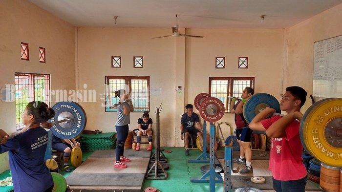 Pelatih Kurangi Porsi Latihan Atlet Angkat Besi Kalsel