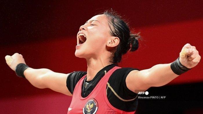 Reaksi Atlet Indonesia Windy Cantika Aisah saat berlaga di cabang olahraga angkat besi 49kg putri Olimpiade Tokyo 2020 di Tokyo International Forum di Tokyo, 24 Juli 2021. Ia meraih medali perunggu Olimpiade Tokyo 2021.