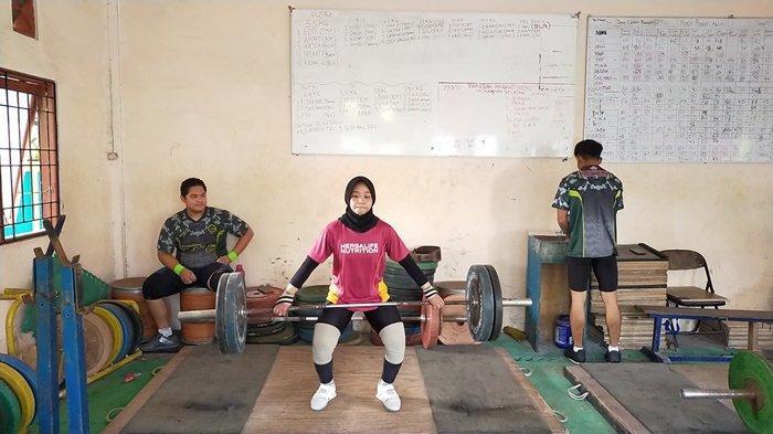 Terus Berlatih Jelang PON XX Papua, Atlet Angkat Besi Putri Kalsel Ini HindariMinumEs dan Gorengan
