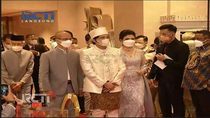 Atta Halilintar yang masuk ke ruang akad nikah disertai keluarga besarnya, Sabtu (3/4/2021).