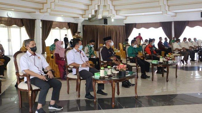 Audiensi dan Koordinasi dengan Tim Pengarah Teknis KONI Provinsi Kalimantan Selatan, terkait kesiapan penyelenggaraan Porprov XI Tahun 2022 di Pendopo Bupati, Kota Kandangan, Kabupaten Hulu Sungai Selatan (HSS), Kamis (27/5/2021).