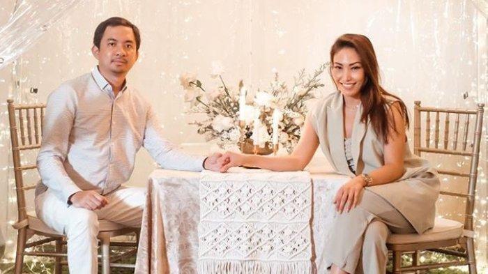 Ayu Dewi bagikan tips jaga suami dari pelakor