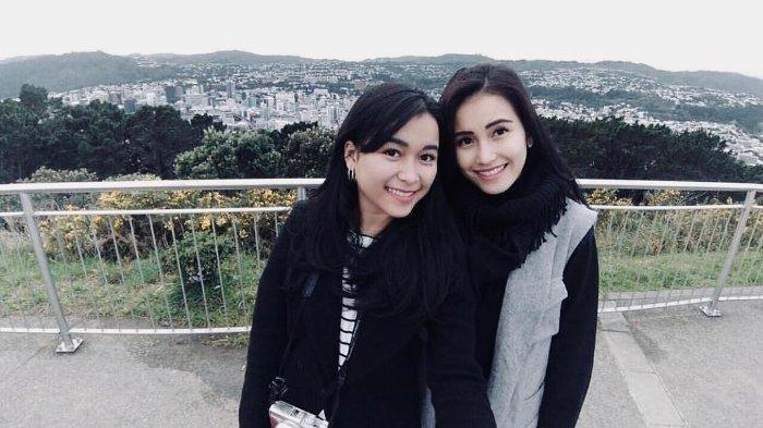 Insiden Belahan Rok Adik Ayu Ting Ting Tuai Nyinyir, Iis Dahlia Ucap Ini ke Syifa yang Lulus Skripsi