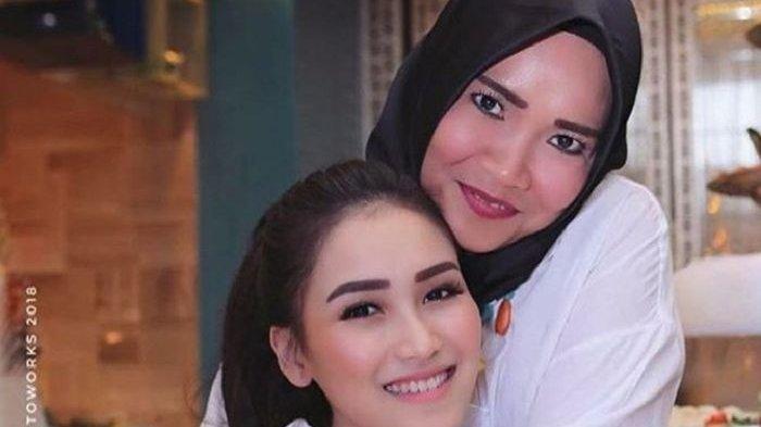 Ibu Ayu Ting Ting Semprot 'Fans' Nagita Slavina, Penggemar Istri Raffi Ahmad Itu Disebutnya Begini