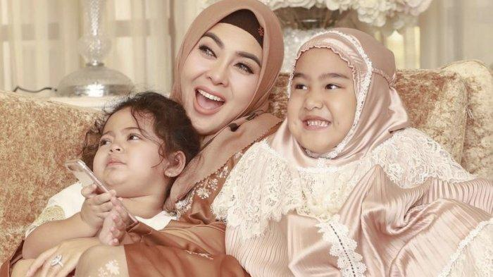 Sikap Syahrini pada Anak Mendiang Ridwan Zaelani Terekam, Istri Reino Barack Pamer Cium Baby Azzura