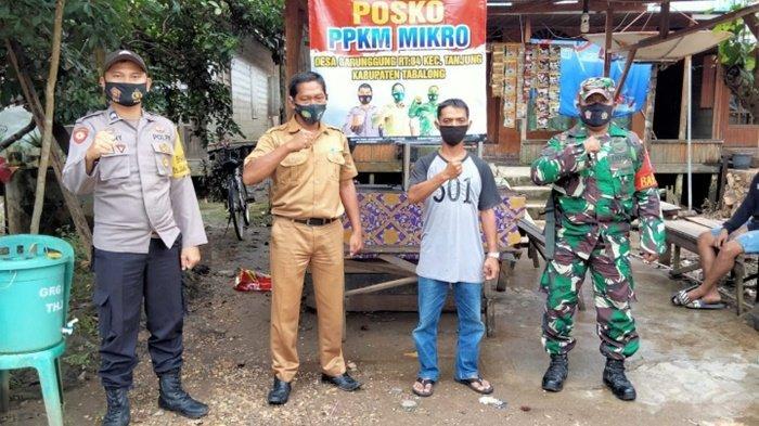 Babinsa Desa Garunggung Kabupaten Tabalong Bantu Pembuatan 6 Posko PPKM Mikro