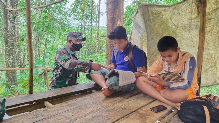 Internet Payah, Pelajar di Kecamatan Piani Tapin Terpaksa Belajar Daring ke Gunung Pemujaan