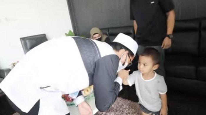 Ketidakhadiran Baim Wong Disentil Ustadz Adi Hidayat, Paula Bereaksi Imbas Tangan Kiano Dicium