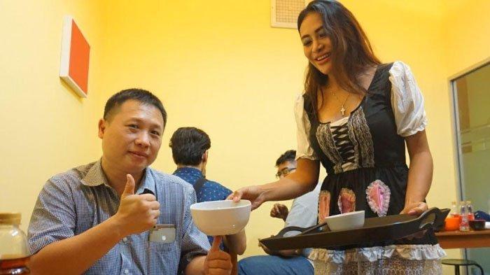 Kedai Ini Tawarkan Menu Makanan Dengan Tema Singkatan Janda Pelayannya Pun Pakai Cosplay Lho Banjarmasin Post
