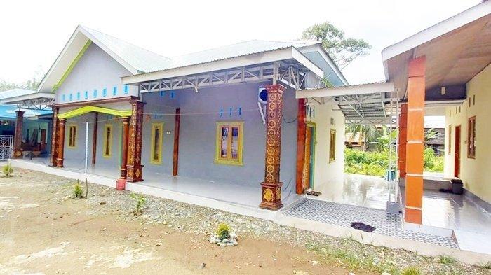 Balangan Coal secara bertahap memberikan bantuan untuk penyelesaian pembangunan Majelis Taklim dan Dzikir Nurul Halim di Desa Pudak, Kecamatan Awayan, Kabupaten Balangan, Kalimantan Selatan.