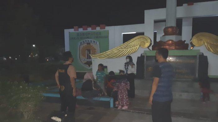 Razia Petasan dan Knalpot Nyaring, Anggota Polres HST Juga Bubarkan Kerumunan Remaja