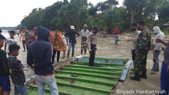 Mayat Nelayan Terdampar di Pantai Oka-oka Dimakamkan di Kabupaten Kotabaru