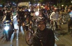 Ini Sensasi Komunitas Bersepeda Malam