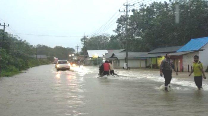 BREAKING NEWS: Hujan Deras, Jalan Nasional di Angsana Tanbu Kembali Terendam Banjir